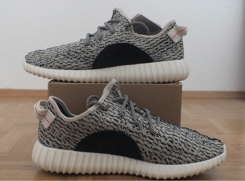 Yeezy 350 Boost Turtle Dove Keychain