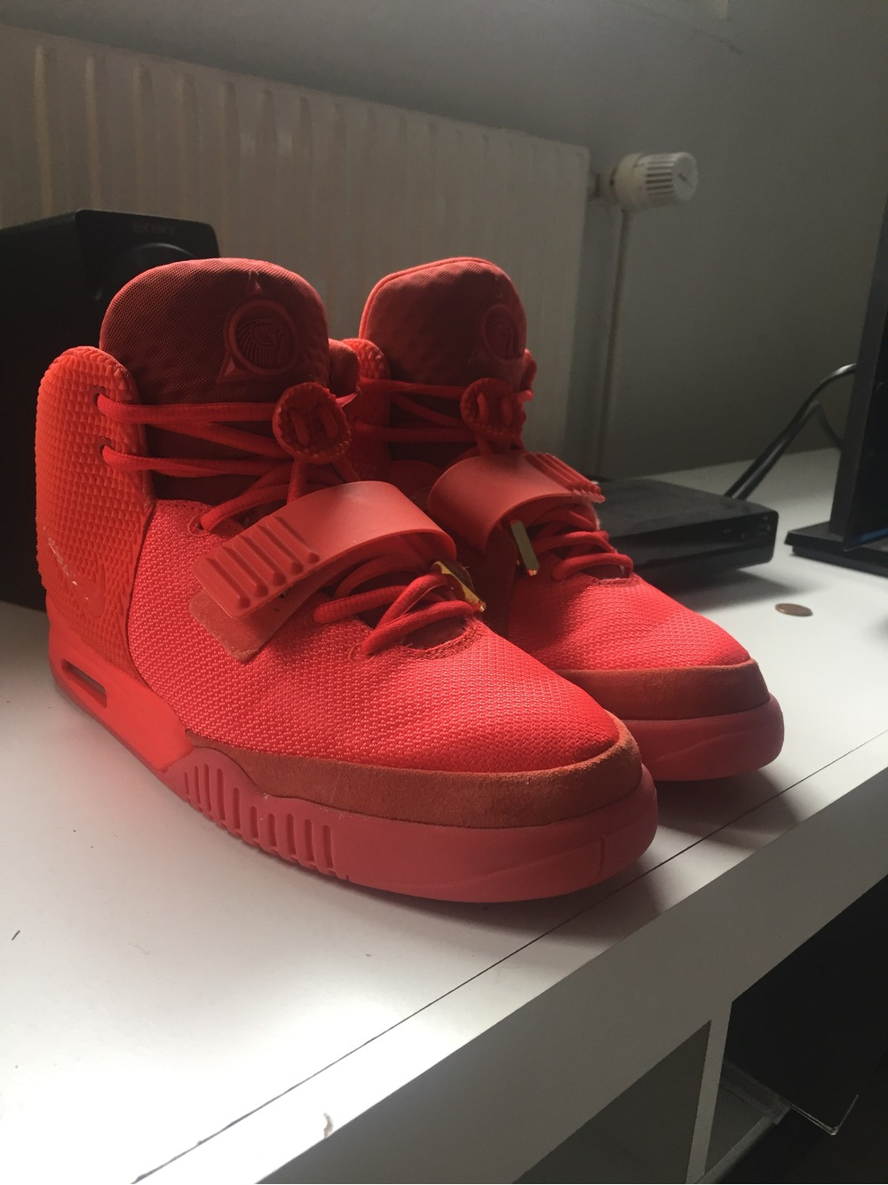 nike air yeezy red october 2