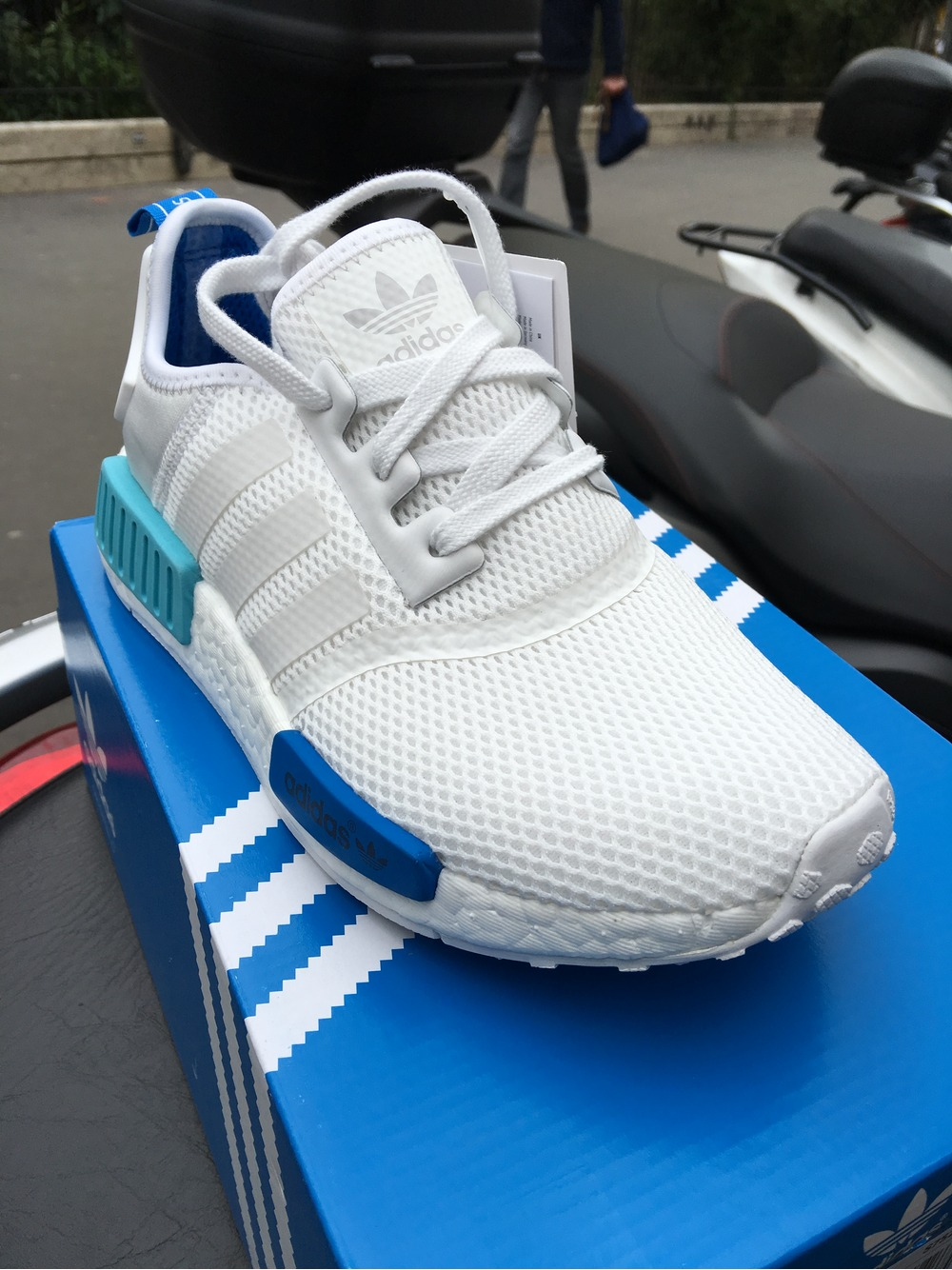 dkphsc Adidas NMD R1 white blue glow (#329454) from Yass09 at KLEKT