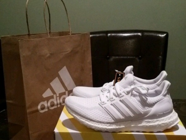 Adidas Ultra Boost Triple White 2.0 us 9.5 43 1/3 fits like 43 and size 7 euro 40 - photo 1/2