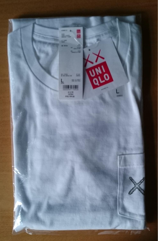Kaws x uniqlo 39 pocket 39 t shirt l 359489 from kanu at klekt for Uniqlo t shirt sizing
