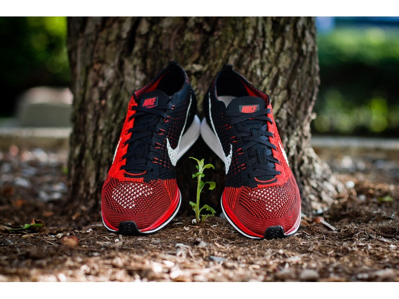 nike flyknit trainer red black