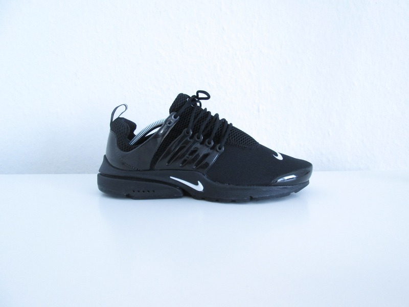 Air Presto Triple Black