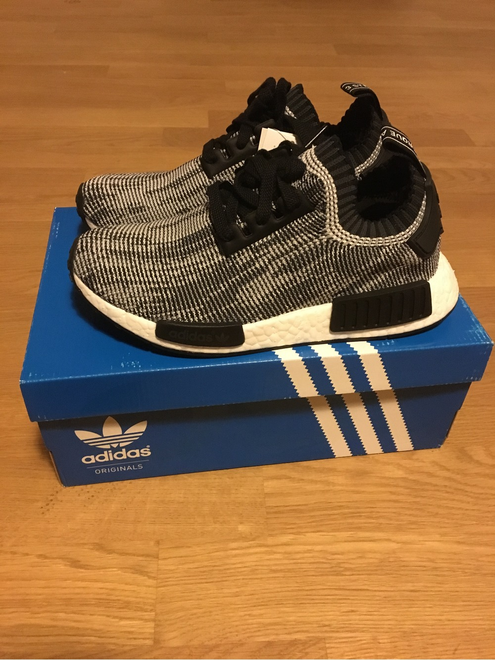 online retailer 93bb2 a04fb Adidas NMD R1 Oreo adidasnmdwomensuk.co.uk
