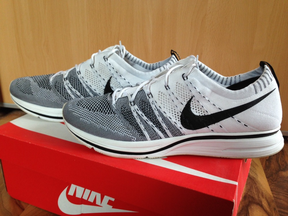 nike flyknit trainer white and black