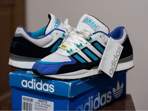uk availability 5edb2 75b87 adidas torsion 1990