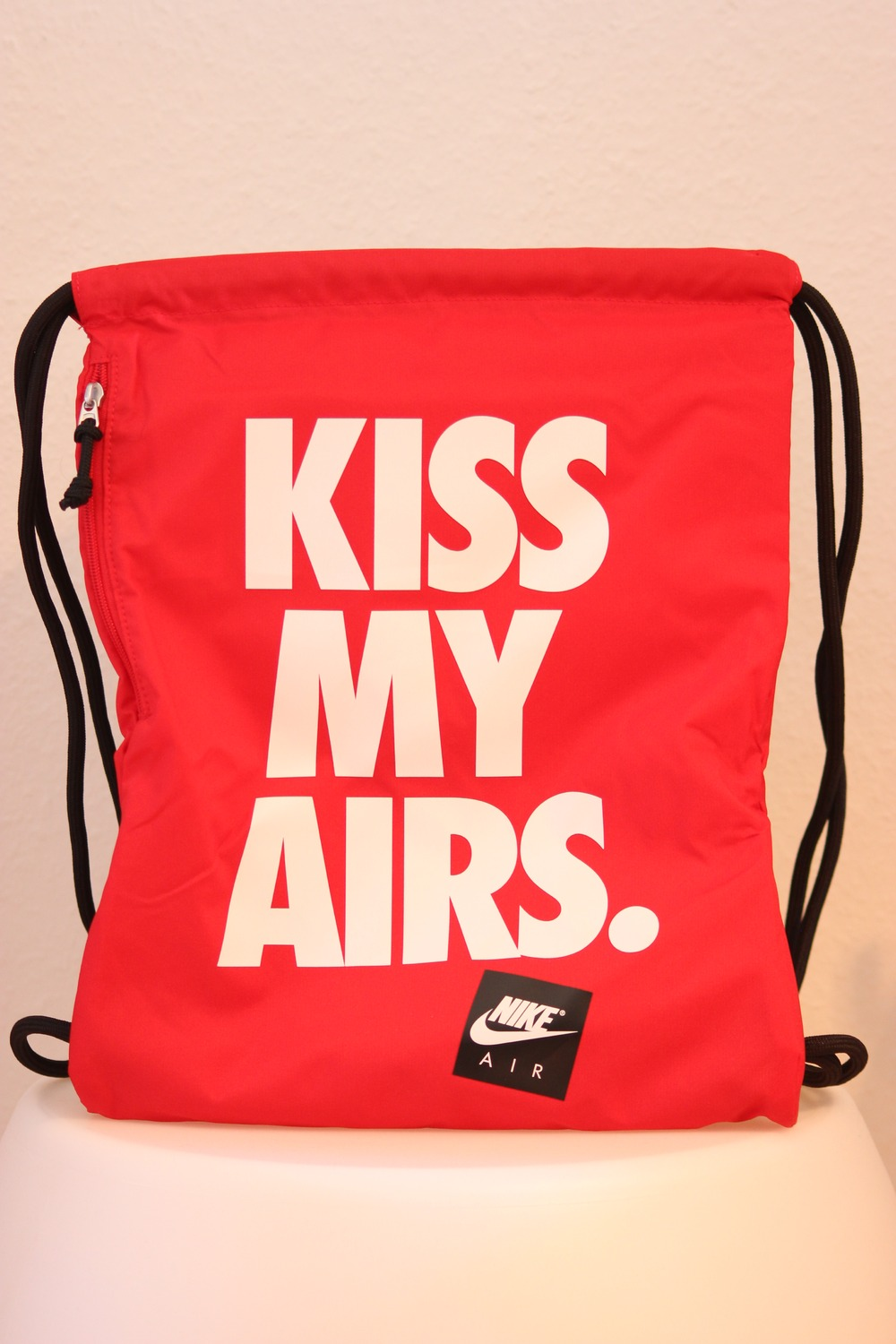 nike kiss my airs heritage graphic gym bag red air max. Black Bedroom Furniture Sets. Home Design Ideas