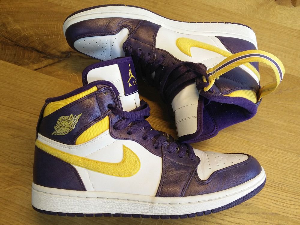 the latest 433b2 80975 nike air jordan 1 retro mid lakers