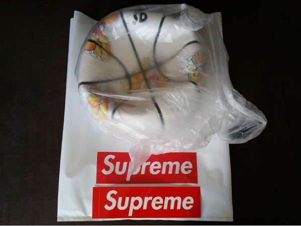 Supreme Spalding Gonz Butterfly Basketball - photo 1/2