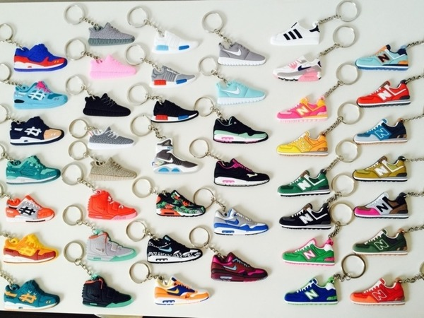 Keychains / Schlüsselanhänger Asics Gel Lyte / Air Max 1 / Yeezy 350 / KOI Mag Back to Future NMD - photo 1/1