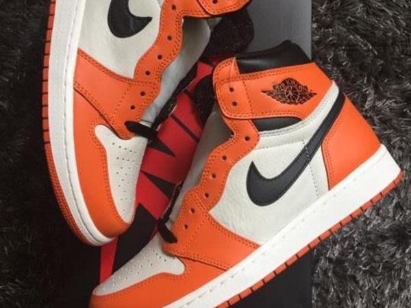 Nike Air Jordan 1 Shattered Reverse SBB - photo 1/1