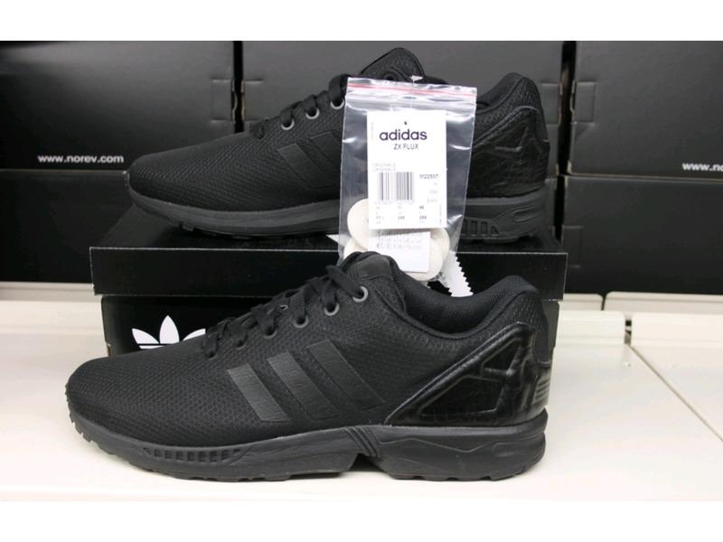 online store 2f851 f5ba1 adidas flux all black