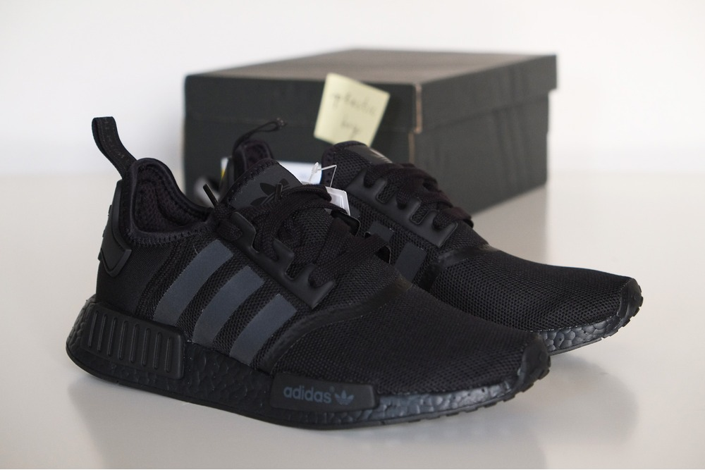 adidas nmd r1 all black