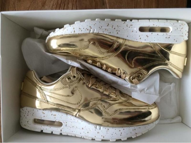 nike air max 1 in liquid gold