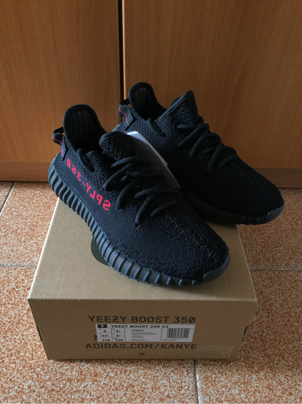 Yeezy 350 black BB5350 seeking identification - identification center tiger flutter equipment forum tiger flutter sports forum