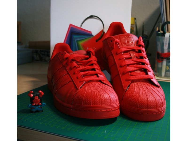 adidas superstar pharrell williams red los granados. Black Bedroom Furniture Sets. Home Design Ideas