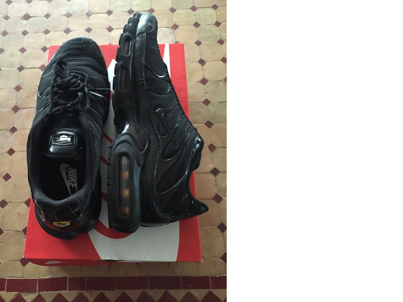 all black nike tn