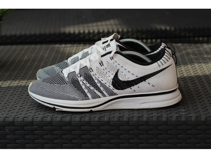 flyknit trainer white black