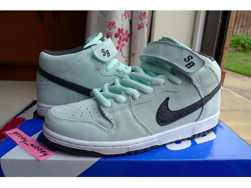 buy popular e4d87 ea153 ... Nike Dunk Mid Pro SB Ice Green Dark Charcoal UK 7 US 8 2008 mint sea ...