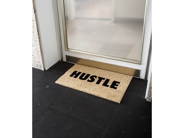 HUSTLE DOORMAT - Good things comes to those who hustle. - photo 1/3