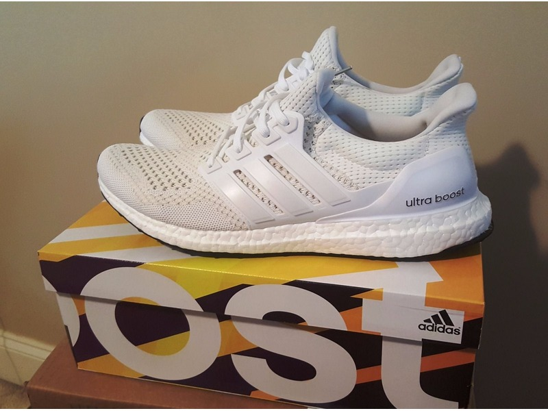 b06c51e9e27f3 ... Adidas Ultra Boost Triple White US 9