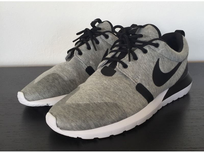 Nike Roshe Tech Fleece
