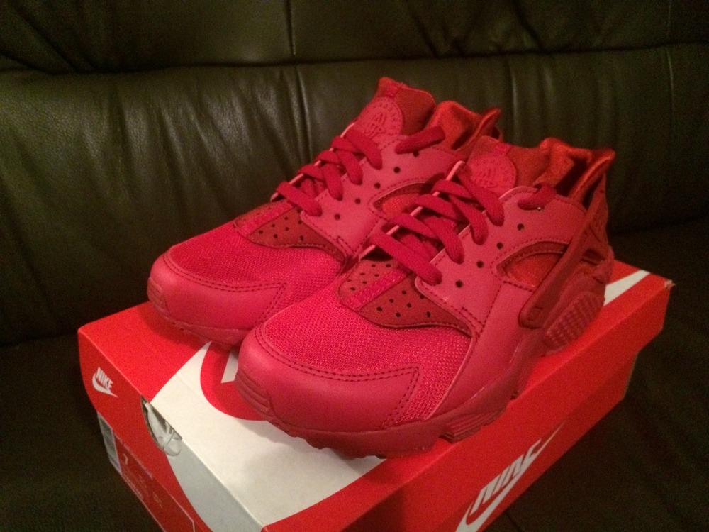 super popular f6be3 3356f Triple Red Nike Huarache
