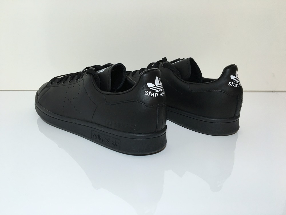 Stan Smiths Black Size 6